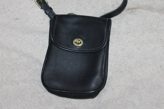 012823235afc Vintage Coach Crossbody Purse Bag Dark Blue Brass Fittings