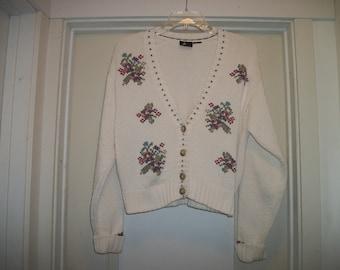 Retro 90s Does WINTERY Creamy WHITE W FLORALS Cottony Sweater 833ed2baf