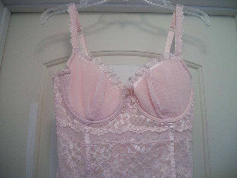 W Hooks in Back Soft Boning 38 C Retro 90s STEAMPUNK Pretty In PINK Lacey CORSET