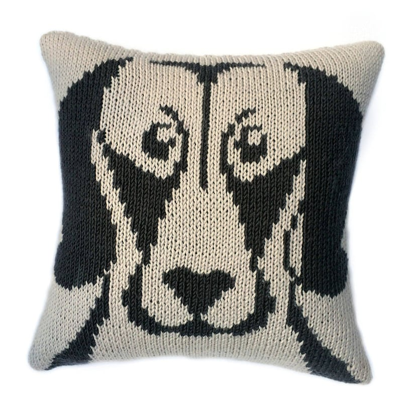 Weimaraner cushion knitting pattern knitted cushion cover image 0