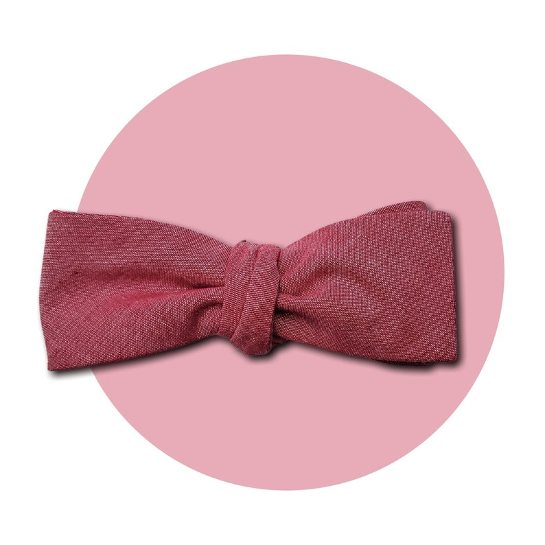 Red Shift Men's Self-Tie Traditional Bow Tie  Subtle Pink image 0
