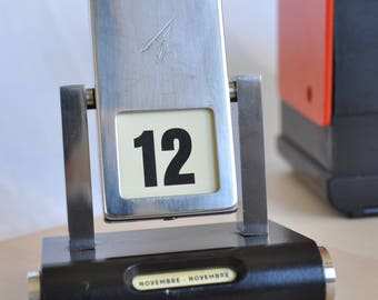 Perpetual calendar from desk years ' 50