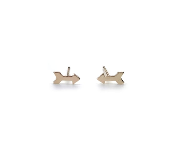 Gold Tiny arrow stud earrings