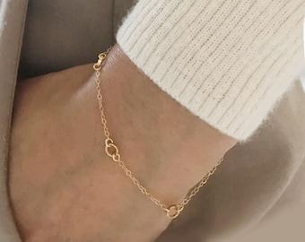 Delicate Tiny Circle Bracelet