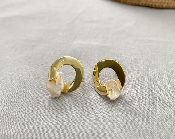 Natural Mother Pearl with Gold Post Earrings / Open Circle Earrings / Minimal Earring