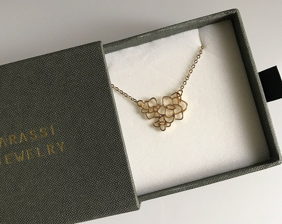 Flower Outline Necklace in Gold Flower Necklace