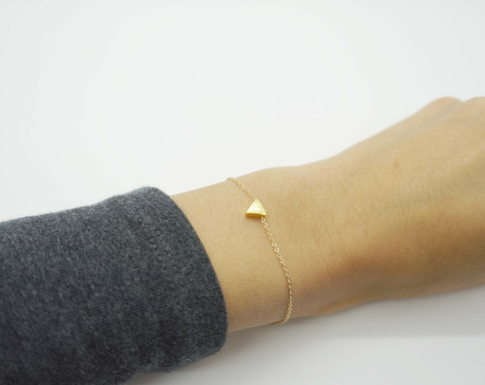 Gold Tiny Triangle Bracelet