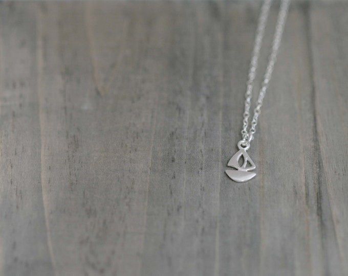 Tiny 9.25 Sterling Silver Sailboat Necklace in Silver chain
