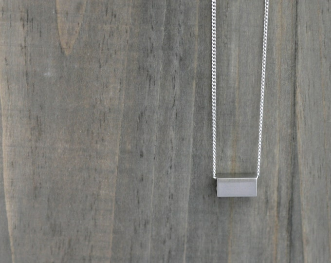 Minimalist Bar Necklace in Silver / Gold