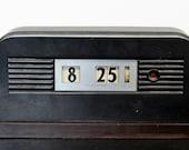 Art Deco Modern Telechron Bakelite Shelf Mantle Clock Model 8B11 Grenada 1930s