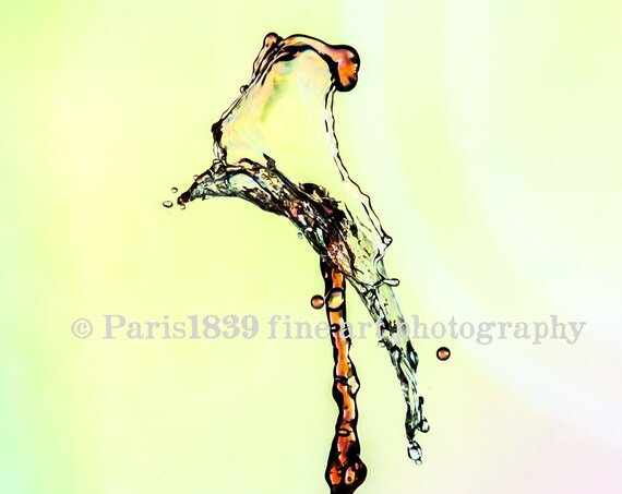 DIGITAL DOWNLOAD, Water Drop Photography, Bedroom Wall Art, Bedroom Wall Art, Water Drop Image, Printable Fine Art, Cool Water Pictures, Red