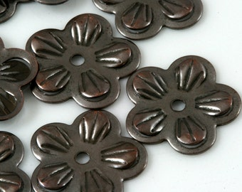 50 Pcs Antique Copper Tone Brass 15 mm flower shape middle hole pendant Charms ,Findings 434AC-28