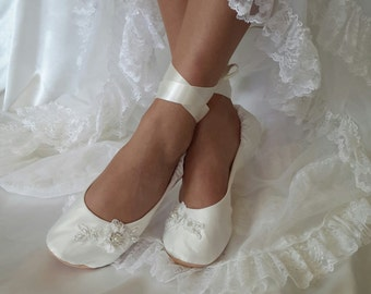 Ivory Satin Bridal Ballet Shoe~Lace Ballerina Slipper~ Wedding Ballet Shoe  Flat~ Cream Bridal Ballet Shoe ~ Lace Ballerina Bridal Shoe 978599e4f