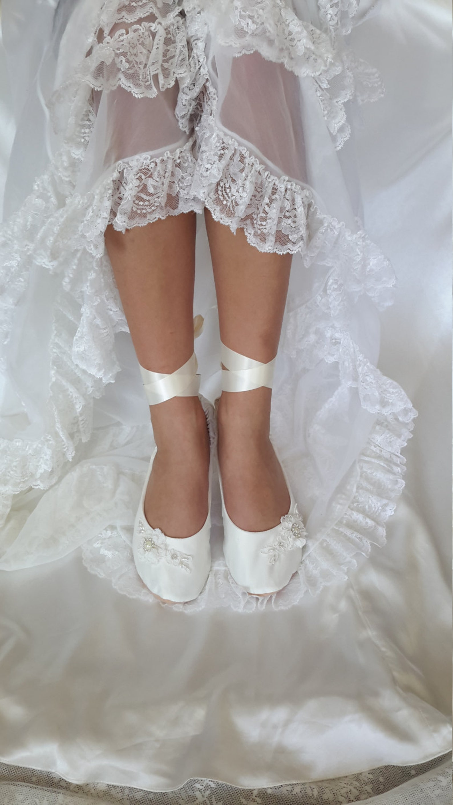 ivory satin bridal ballet shoe~lace ballerina slipper~ wedding ballet shoe flat~ cream bridal ballet shoe ~ lace ballerina brida