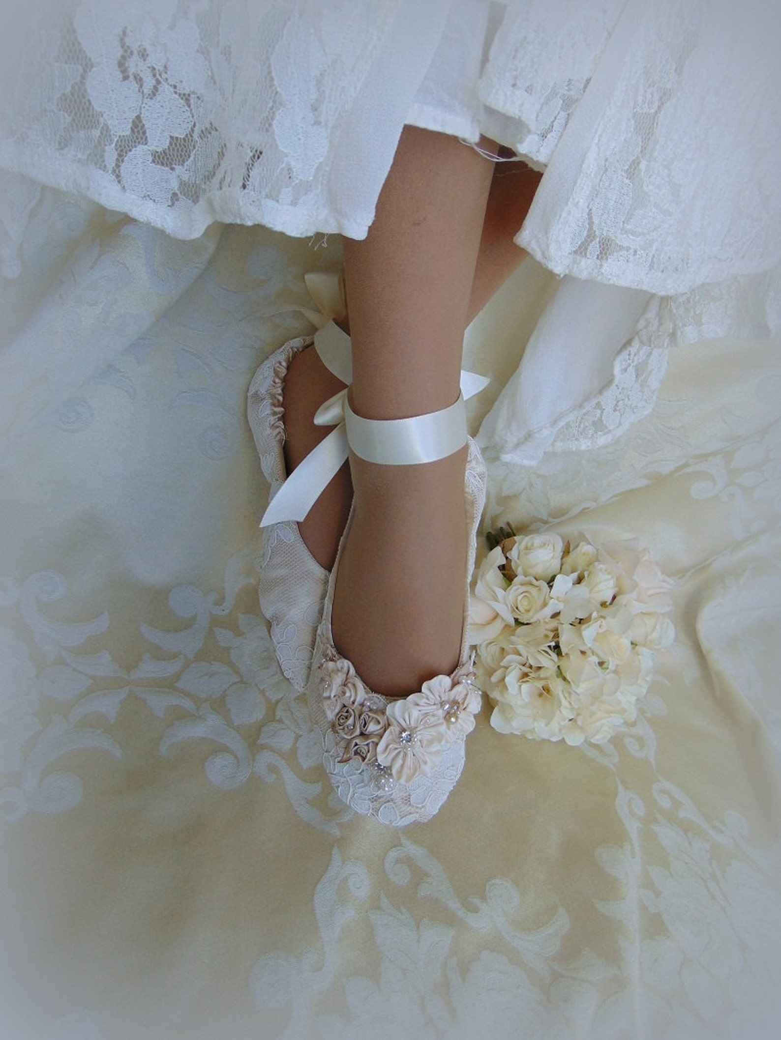 princess bridal ballerina slippers~princess wedding ballet flat shoes~lace bridal ballet shoe~ elegant lace dance slipper