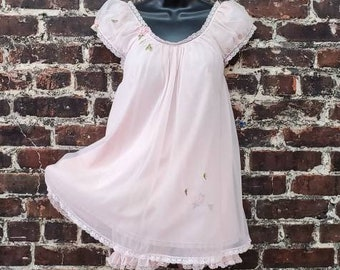 1960s Pink Pajama Set. Sheer Chiffon Layered Nightgown Top with Bloomer Shorts. Baby Doll Lingerie Set by Laros. Size Small.