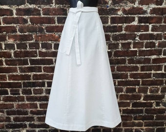 """1970s White Wrap Maxi Skirt. Long Cotton Skirt With Tie Waist and Pockets. Size Women's Extra Small, 24""""-26"""" Waist."""