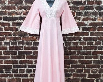 70s Pink Caftan Dress with White Crochet Lace. Bell Sleeve Maxi Dress. Loose Fit Cotton Dress. Long 70s Dress. Size Small, 34 B, 28 W.