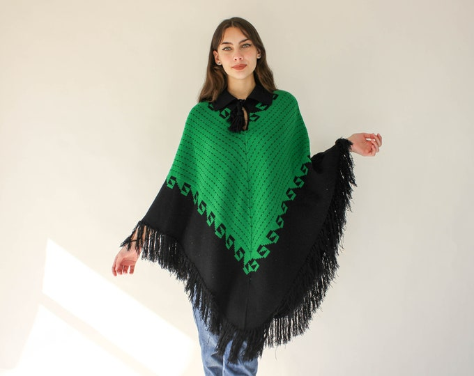 Vintage 70s Green and Mustard Yellow Snowflake Reindeer Knit Fringe Boho Hippie Poncho