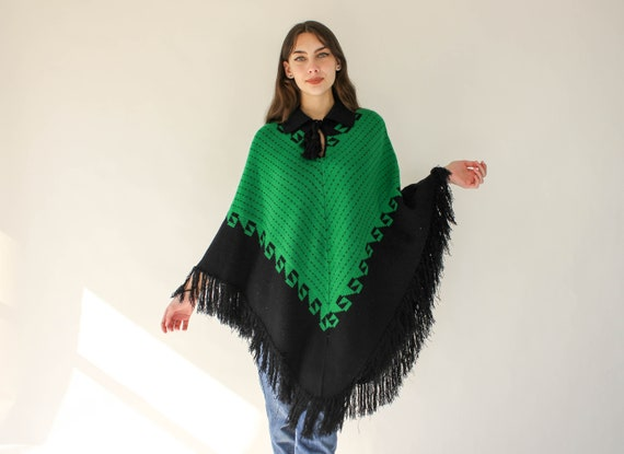 50/% OFF SPRING SALE Vintage Folio New York Bright Green Fringe Stretch Knitted Asymmetrical Turtleneck Sweater Poncho Cape One Size Fits Mos
