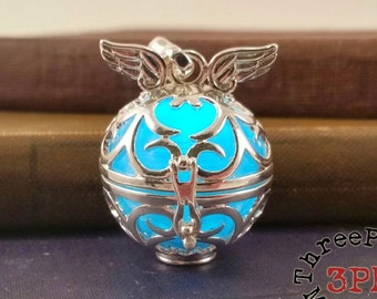Flickering Spark Glowing Winged Pendant Necklace