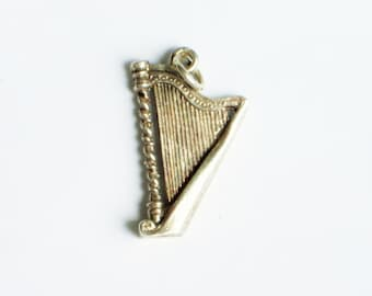 Vintage silver harp pendant or bracelet charm, Irish harp, silver pendant, silver harp charm, silver jewellery,