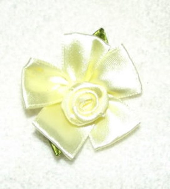 "large 2""  ribbon roses appliques daisy like flowers"