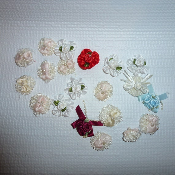 Puppy Bows craft items ~  20 assorted white daisy ribbon roses flower appliques pearls bows