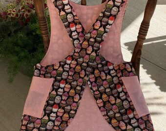 Child's Cross back apron/pinafore, cupcakes, bakers apron,  fully lined L(10)
