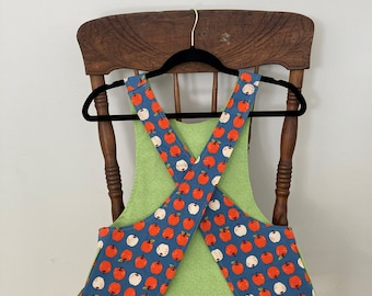 Child's Cross back apron/pinafore, apples, art apron, fully lined M (6/8)