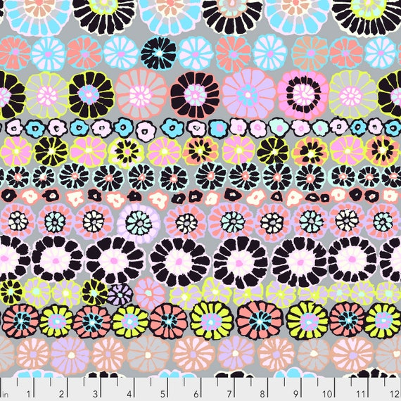 ROW FLOWERS CONTRAST Kaffe Fassett PWGP169  1/2 yd - Multiples cut continuously