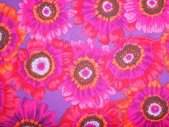 PAINTED DAISY Daisies Magenta Philip Jacobs Kaffe Fassett Sold in 1/2 yd increments