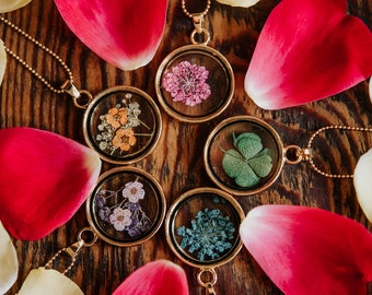 Dried Flowers Pendant Necklace - Nature Jewelry Womens Jewellery Mothers Day Gifts Real Flowers Boho Bohemian Clover Lucky Purple Pink