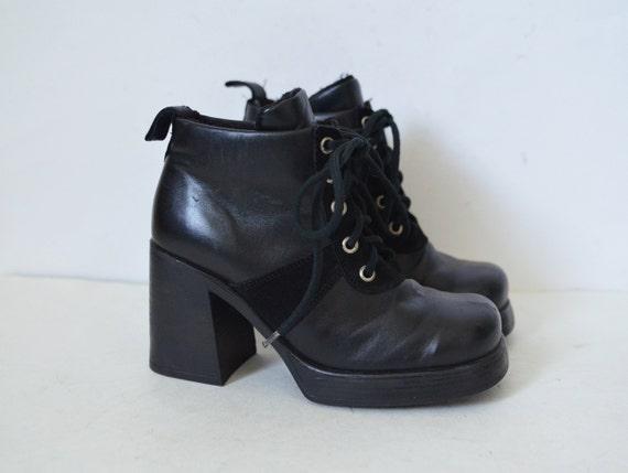 Platform boots Black leather suede