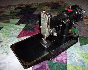 Singer Featherweight, Sewing Machine, Model 221