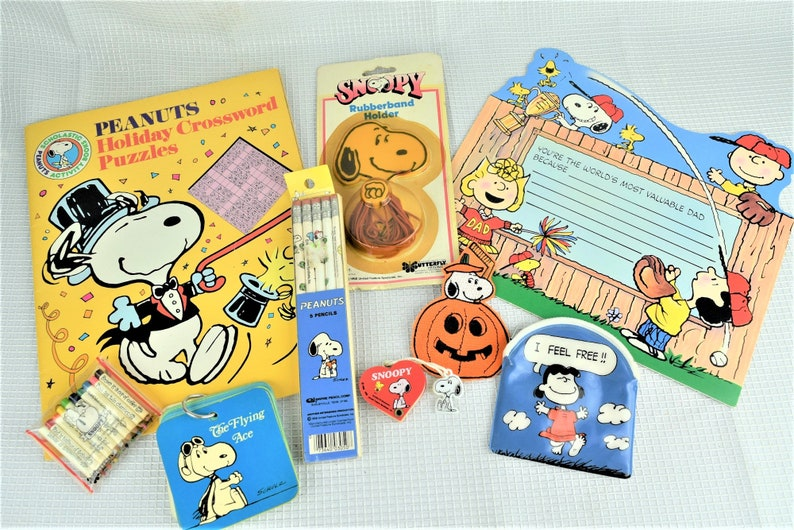 Vintage Snoopy Peanuts Gang Assortment Books Pencils Card image 0