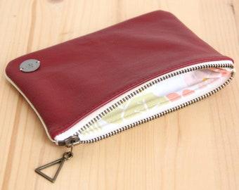 e5ee69bd36 Pochette cuir rouge recyclé pour femme / Trousse zippée doublée tissu  vintage / Cadeau personnalisé Fête des mères Anniversaire