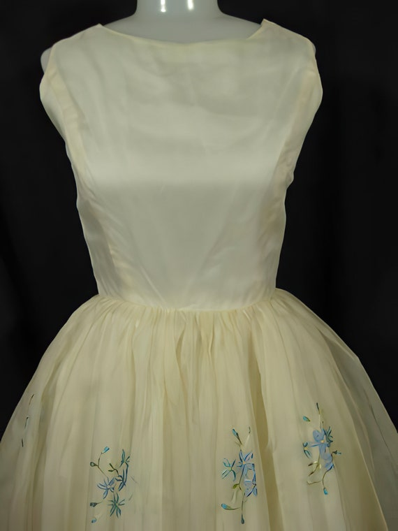 1950s Embroidered Party Dress Prom Cocktail - image 2