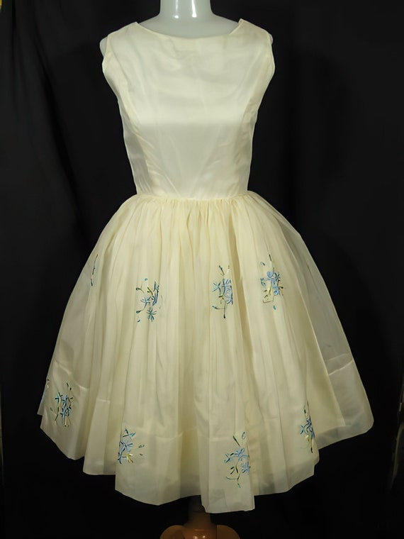 1950s Embroidered Party Dress Prom Cocktail - image 1