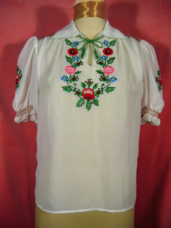 60's Embroidered Peasant Blouse Hungarian
