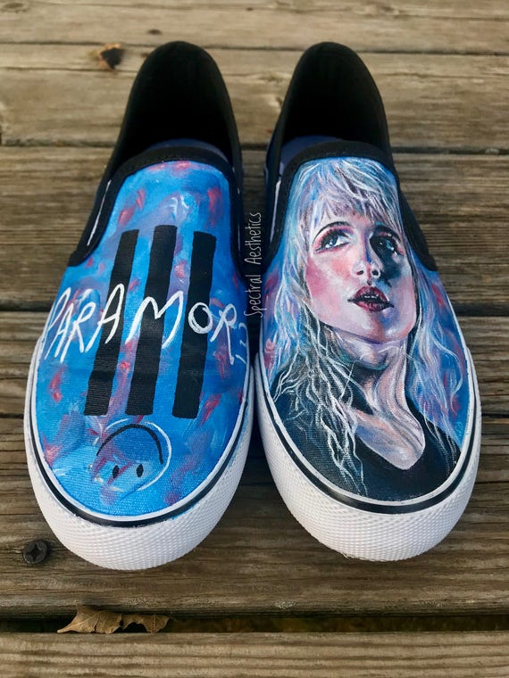 Hayley Williams Williams Williams de Paramore main chaussures | Outlet Online