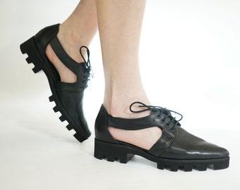 Women oxford shoes // Black Oxfords // Platform shoes Black // Cut outs // Leather oxfords // Leather pointy flats // Chic fall tie shoes