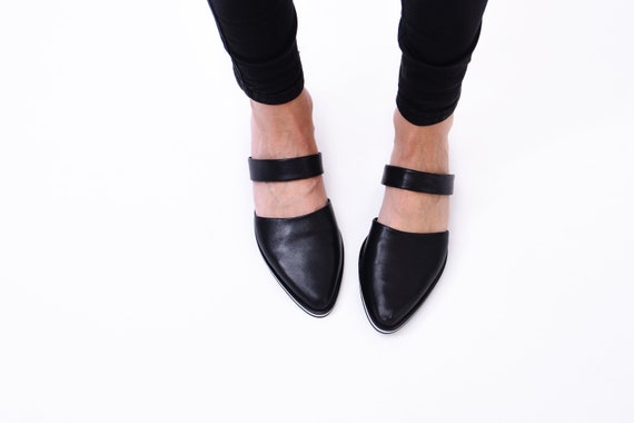 Black leather mules // Pointy flats