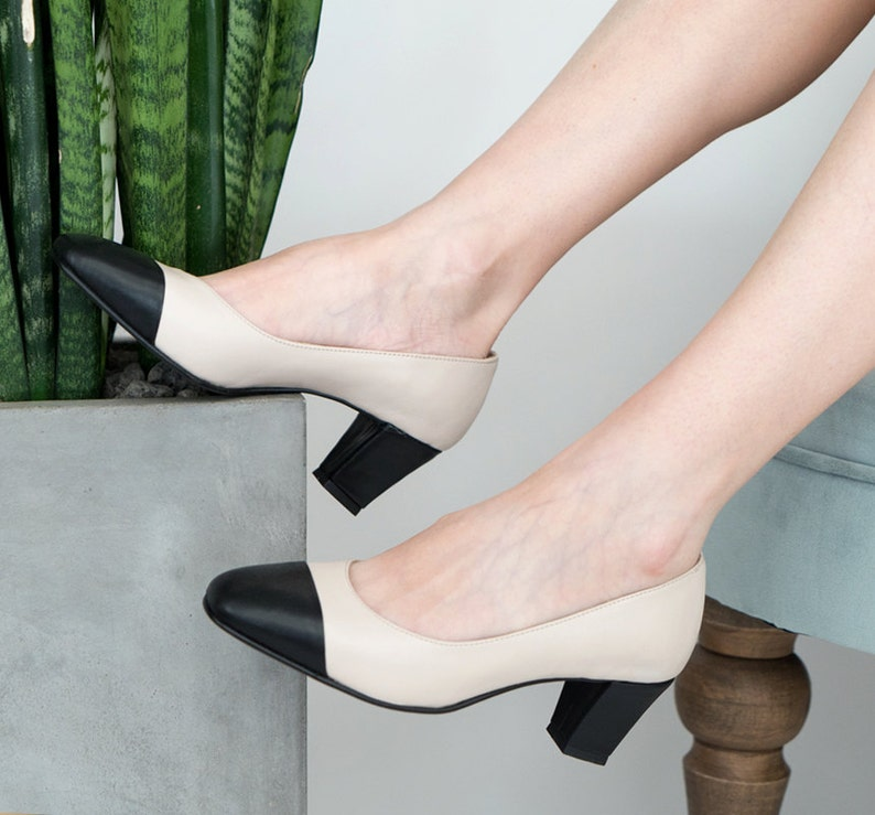 992188aefe2 Nude heeled pumps    Two tone shoes    Nude pumps    Low heels