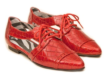 Red oxford shoes EU 41 // Red leather flats, Pointy flats shoes, Red flat shoes, Leather shoes, Red shoes, Cut out shoes, Lace up shoes