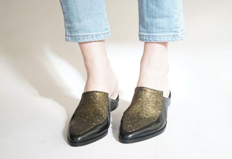 8b21e30048b68 Flat mules // Women loafers // Pointy flats // Women Flats // Leather shoes  // Gold mules // Designer shoes // Flat loafers // Slip-Ons