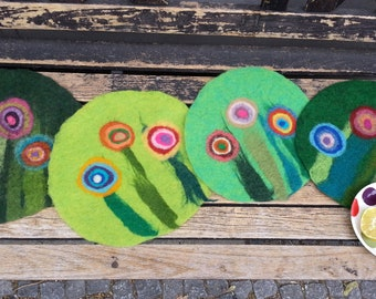1 Felt Placemat with big flowers, green