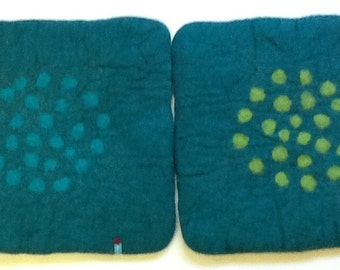 Handfelted Seat Cushion turquoise with Dots in a Circle in a Square / Great sitting