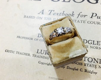 Vintage 10K Yellow Gold and Diamond Ring - Size 6.25 - 1.6 Grams