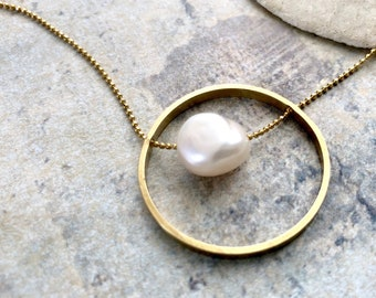Pearl in a circle necklace, infinity necklace, modern pearl necklace, woven chain infinity circle necklace, bridal necklace, bridal jewelry